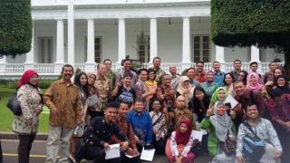 Kompasianer Di Depan Istana Negara