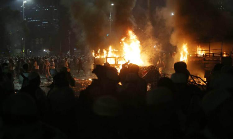2 Truk Dalmas yg dibakar Massa 4 November 2016