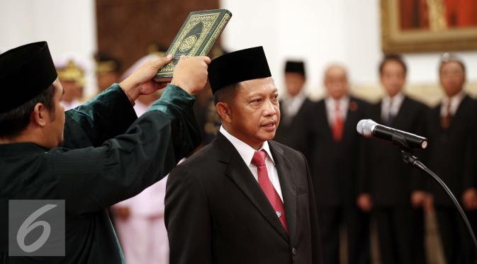 080092000_1458105826-20160316-Jokowi-Lantik-Bakamla-dan-BNP-Jakarta-FF5