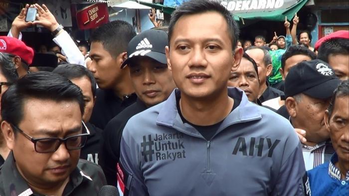Agus-Yudhoyono-Prihatin-Lihat-Tumpukan-Sampah-di-Sungai-Bambu