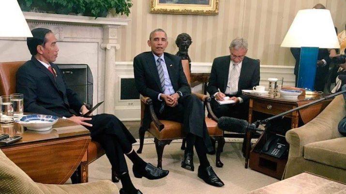 sikap duduk jokowi obama