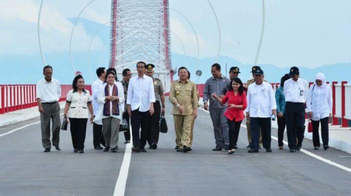 presiden-jokowi-resmikan-jembatan-tayan-lMPa9Ut1Ue
