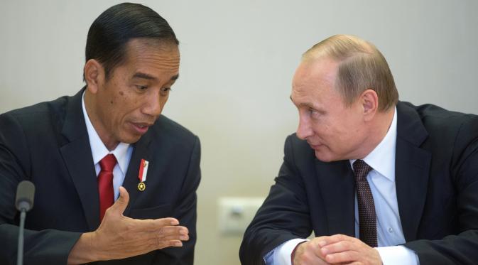 093487800_1463627368-20160518-Bincang-Hangat-Jokowi-dan-Putin-di-Rusia-AFP-2
