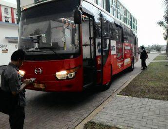 79512_09555715042016_bus