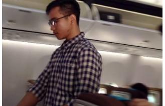 gibran naik pesawat