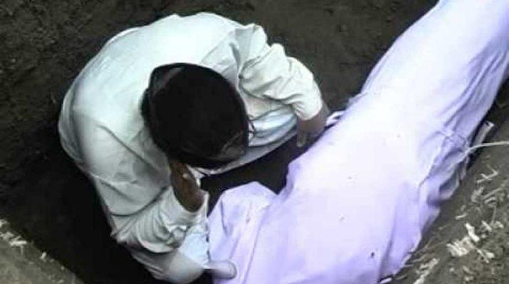 Menguburkan-jenazah