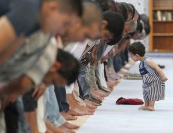 anak di masjid