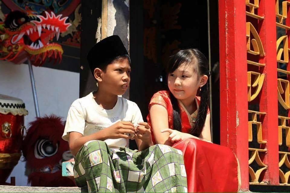 toleransi anak muslim dan tionghoa