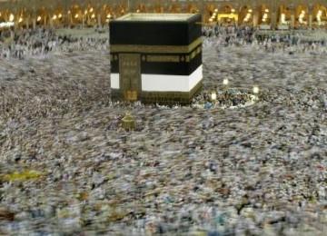 jutaan_umat_muslim_melaksanakan_tawaf_mengelilingi_kabah_usai_shalat_101101063755