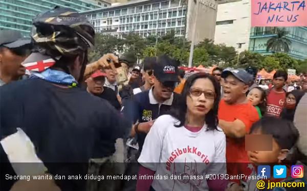 seorang-wanita-dan-anak-diduga-mendapat-intimidasi-dari-massa-2019gantipresiden