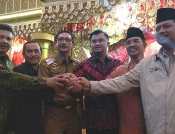 5ba1333fbc9fb-10-kepala-daerah-di-sumatera-barat-deklarasi-dukungan-ke-jokowi-ma-ruf-amin_665_374