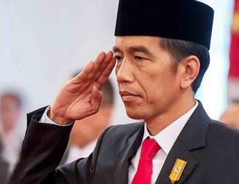 presiden jokowi hormat